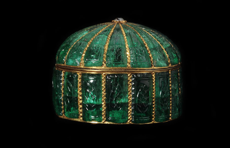 Emerald Set Box | Islamic Art | Khalili Collections